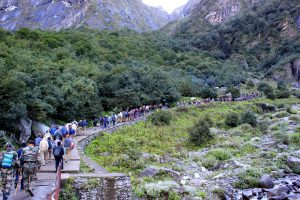 Pilgrims lined up for Hemkund Sahib